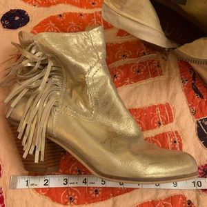 Sam Edelman Gold fringe booties size 40